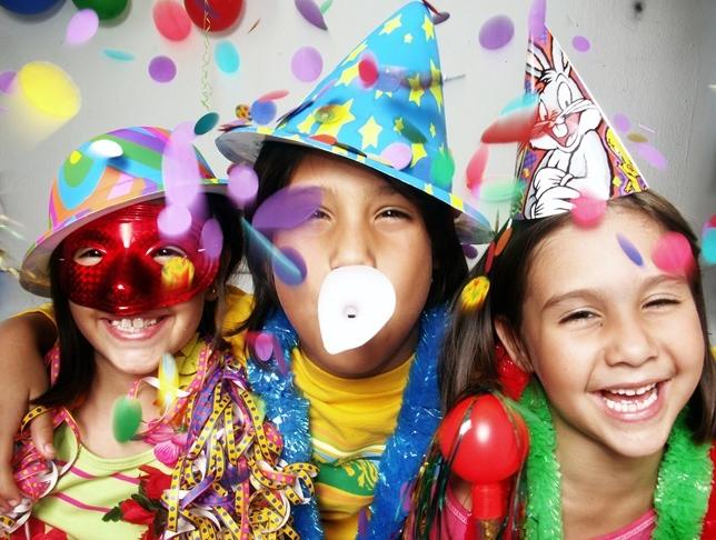 Fira nyår med större sällskap eller bara familjen?